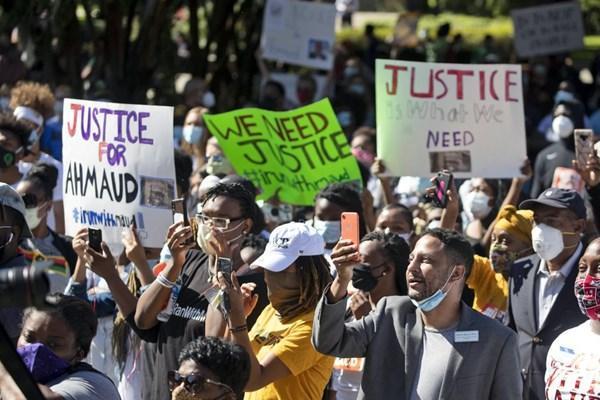 فیلم، قتل وحشیانه نوجوان سیاه پوست به دست پدر و پسر سفیدپوست در آمریکا