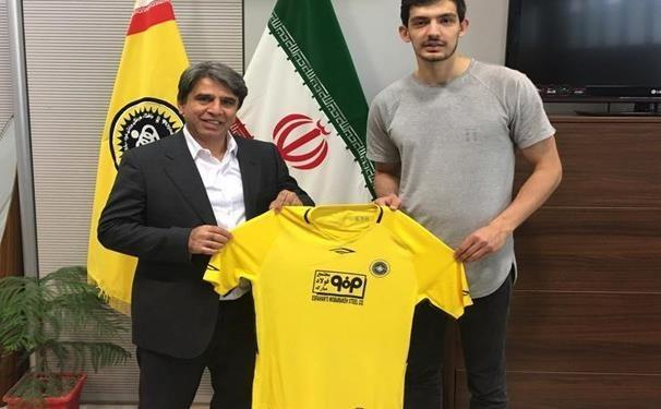 علی اصغر مجرد هم به تیم والیبال سپاهان پیوست