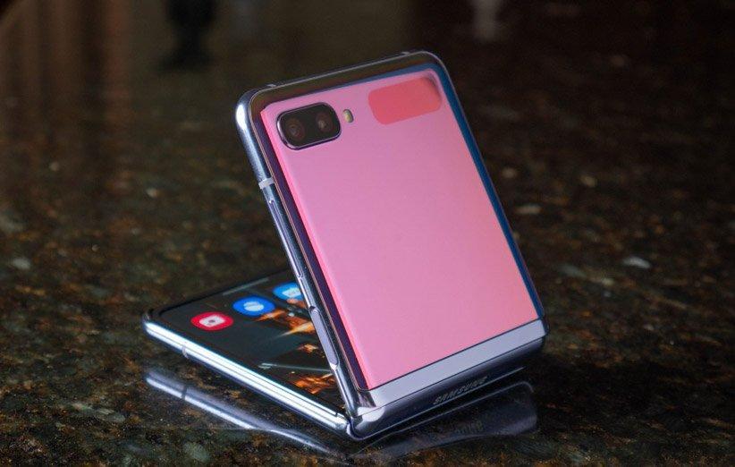 گوشی تاشو گلکسی Z Flip لایت در دست ساخت قرار گرفته است