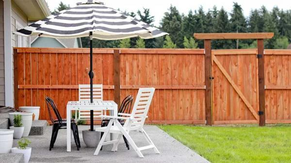 تزیین حیاط خلوت و لذت خوردن یک چای دبش کنار اعضای خانواده