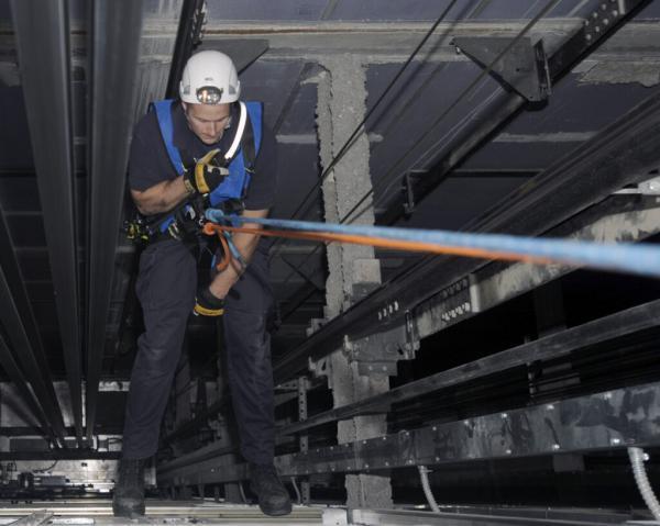 آموزش نجات از آسانسور: 8 راه چاره اصولی برای رهایی از آسانسور خراب
