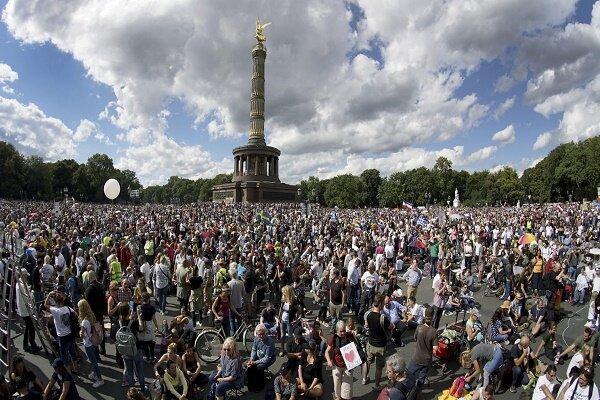 اعتراض هزاران تن از شهروندان برلین به محدودیت های جدید کرونایی