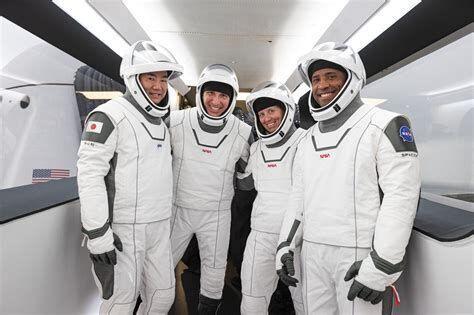 بازگشت فضانوردان ماموریت کرو-1 بار دیگر به تعویق افتاد