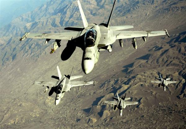 ادامه حملات هوایی آمریکا علیه طالبان همزمان با خروج از افغانستان