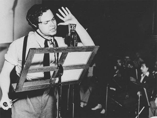 آیا نمایش رادیویی 1938 اورسون ولز در مورد هجوم فرازمینی ها به زمین را مردم باور کردند و باعث یک آشوب و نگرانی عمده در آمریکا شد؟