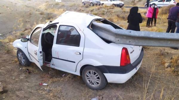 نجات معجزه آسای 5 نفر در تصادف خودروی ال 90 با گاردریل